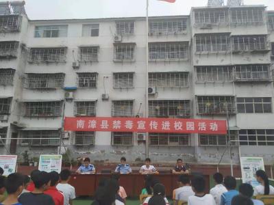 禁毒宣传活动走进肖堰中学