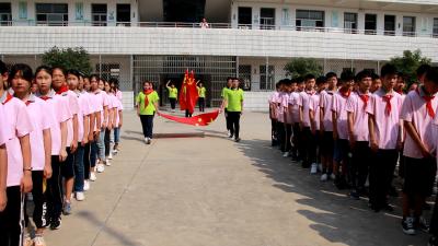 清河管理区初级中学举办我与祖国共奋进——国旗下的敬礼和演讲活动