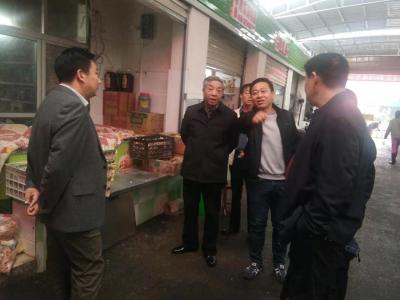 【快讯】县领导到中心农贸市场调研