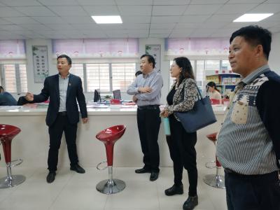 襄阳职业技术学院到我县调研社区教育工作
