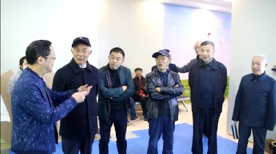 县委老干部局组织老干部参观重点项目建设