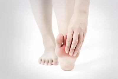 脚寒、脚痛、脚肿......脚部出现这10种变化可能是疾病信号