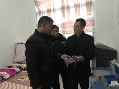 肖堰镇突击检查校园安全