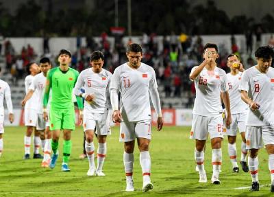 新华体育时评:一声长叹之后,中国足球须卧薪尝胆