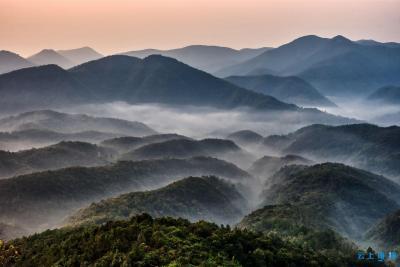 鸟瞰秋山:万谷生烟 群峦聚海