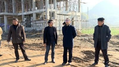 田洪光在温泉镇调研指导软弱涣散村党组织整顿和人居环境整治等工作