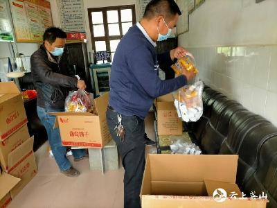 居家学习不停营养补给 英山县落实营养餐配送工作