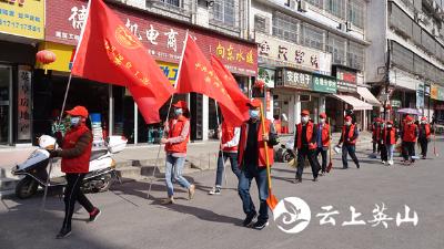 英山县温泉小学开展党员进社区志愿服务活动
