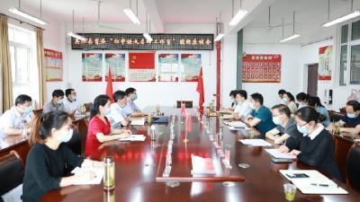 """英山县""""初中语文名师工作室""""在实验中学授牌"""