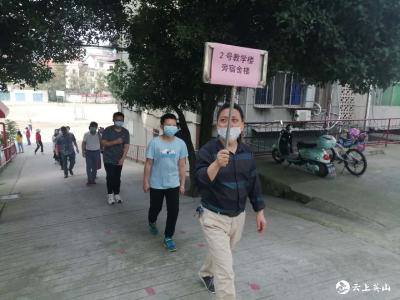 温泉小学组织全校教职工开展免费核酸检测