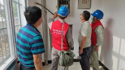 英山金铺供电所党员服务队开展复学用电安全检查