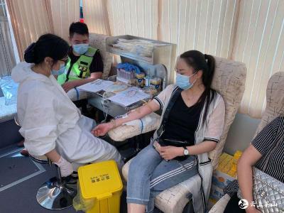 """捐献""""青春""""热血  传递公益爱心 ——英山九昇城发集团组织开展公益献血活动"""