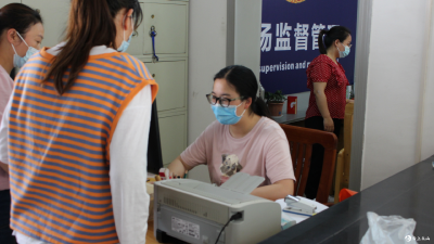英山县温泉市场监管所组织辖区市场主体进行核酸检测