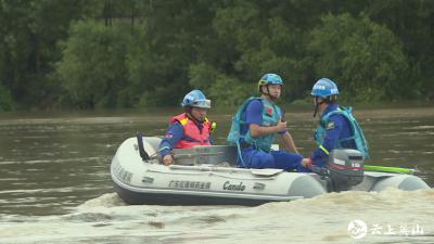 【视频】坡儿垴村支书抗洪途中被冲走   英山县全力组织搜救