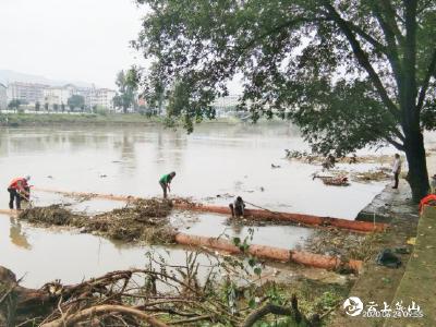 【快讯】英山县自来水公司:加强河道垃圾清理 确保水质安全