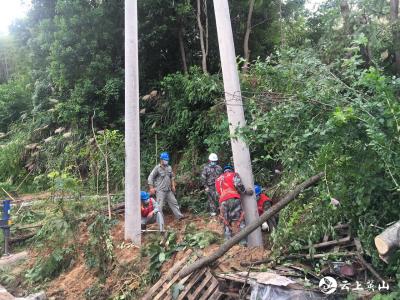 【快讯】英山县供电公司紧急抢修保用电