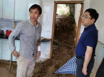 【快讯】蔡寿益到孔家坊乡巡查督促抗洪抢险工作