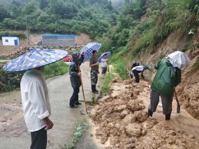 暴雨来袭,英山县万名党员干部下沉一线开展防汛救灾