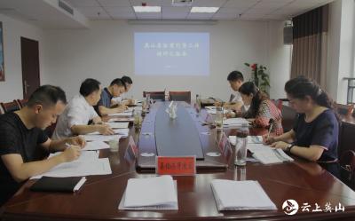 张春梅到县招商和投资促进中心调研指导招商引资工作
