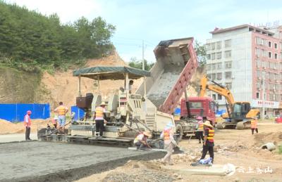 【视频】英山县交通运输局:错时施工保进度  确保九龙大道早日完工