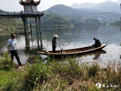 【快讯】英山南河镇积极开展河库保洁行动
