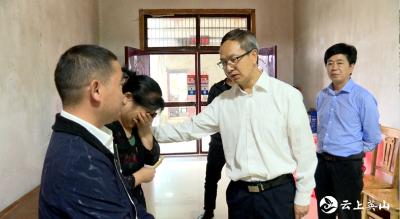 【视频】田洪光看望慰问因公牺牲村支书刘水存的家属