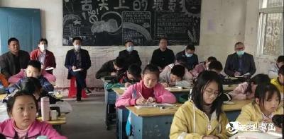 """英山县教育局 """"三进""""活动助推教育发展"""