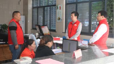 李文到社区调研人口普查工作