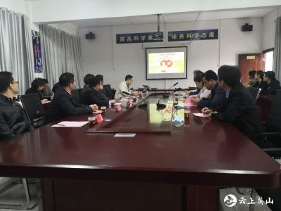 湖北大学调研指导脱贫攻坚驻村工作会议在石镇中学召开