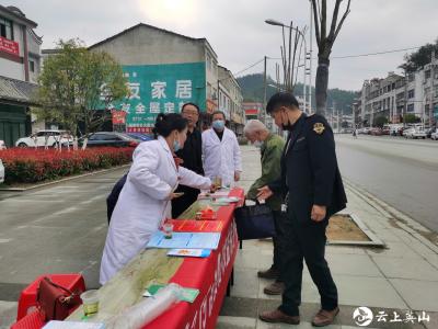 红山镇开展3.15消费者权益保护宣传活动
