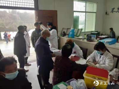 杨柳湾中心卫生院为村民提供免费健康体检