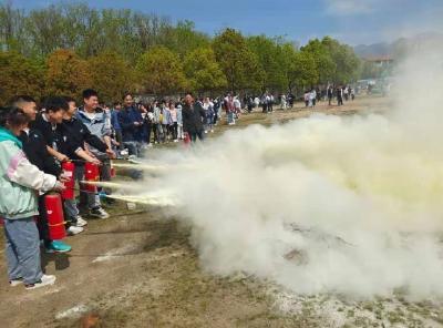 二程希望中学开展消防安全火灾逃生演练