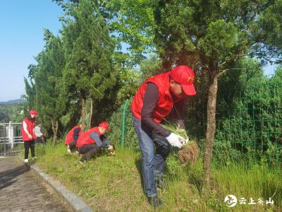 方家咀乡开展红色遗址清洁维护志愿活动