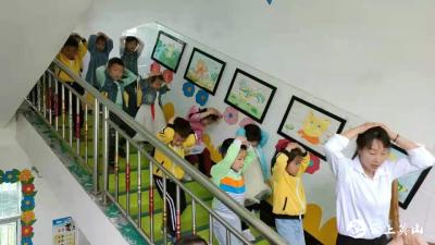 杨柳湾镇中心幼儿园  开展防灾减灾日宣传教育系列活动