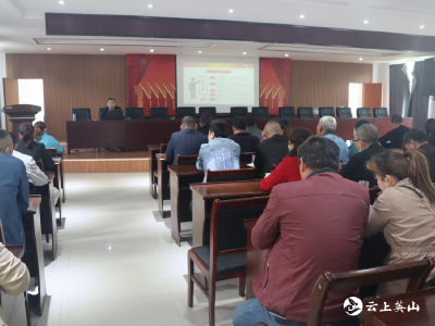 温泉镇举办党员示范培训班