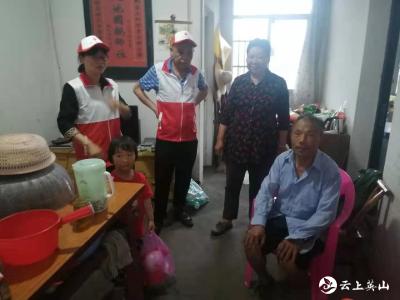 县卫健局开展助残日进村入户送服务活动