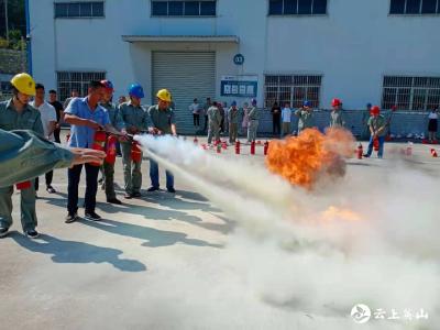 """英山供电公司:消防演练,防范于""""未燃"""""""