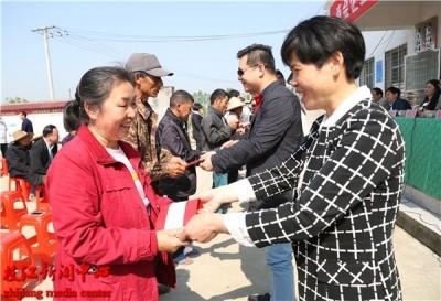 枝江工商联(总商会)企业家助力精准扶贫