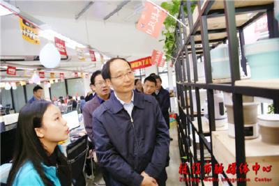 """聚焦""""双十一""""刘丰雷送服务到我市电商一线"""