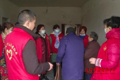 送温暖拜早年 志愿者走访慰问残疾人家庭和五保老人