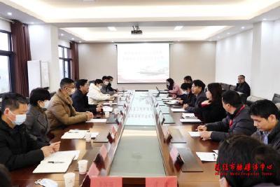 余峰带队到宜昌三峡机场有限责任公司洽谈商业合作