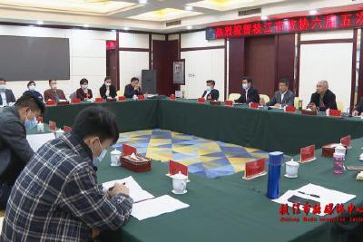 市政协召开六届二十四次常委会议