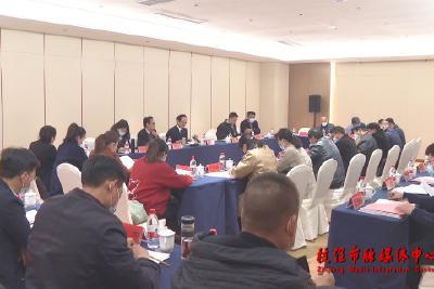 代表、委员分组审议讨论《政府工作报告》、纲要草案和其他报告