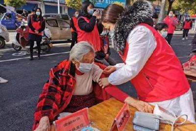 枝江:暖心服务进社区 志愿服务在行动