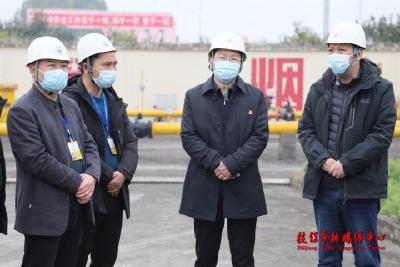 余峰带队检查安全生产、疫情防控工作及市场供应情况