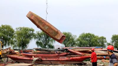 老河口:集中拆解上岸渔船 坚决打赢禁捕退捕攻坚战