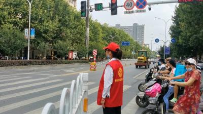 [精神文明创建]妞妞爱心协会志愿者:炎炎烈日下的一抹红
