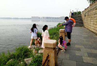"""老河口:筑起防溺水的安全""""堤坝"""""""