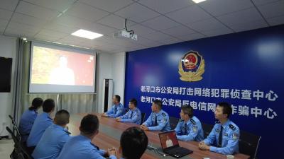 """反电诈民警集中收看""""汉江创客英雄汇""""决赛直播"""
