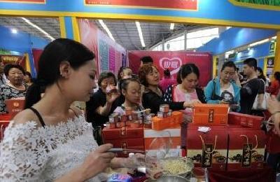 襄阳企业在武汉农博会现场销售额820万元